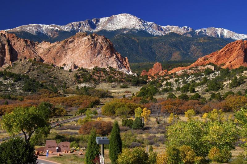 Beautiful view of Pikes Peak seen on a Denver sightseeing tour