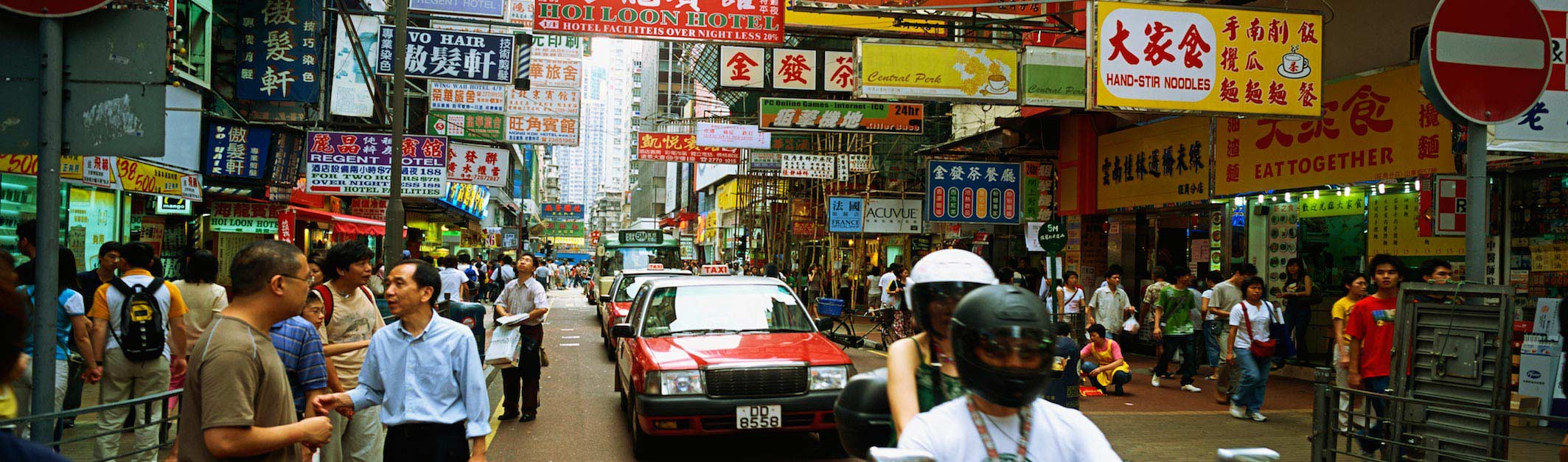 Busy street on a Hong Kong tour